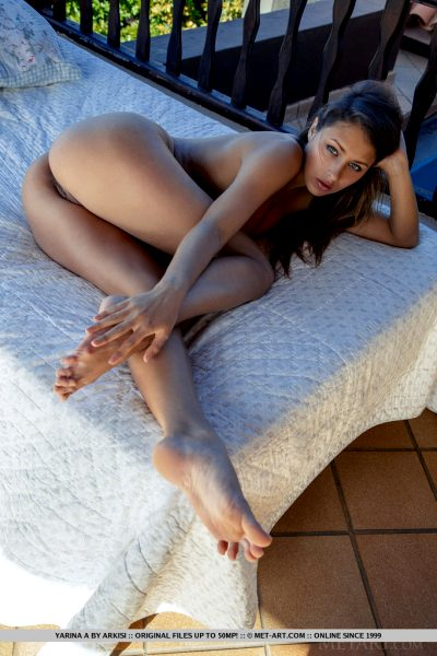 fantastic-brunette-hottie-yarina-a-reveals-her-amazing-body_008