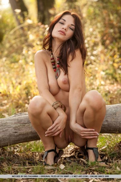 Pretty Nici Dee likes to get naked in the nature