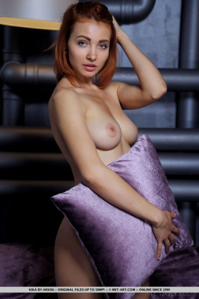 sexy-kika-captures-our-attention-with-posing-on-top-of-the-satin-bed_001