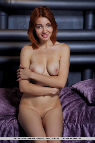 sexy-kika-captures-our-attention-with-posing-on-top-of-the-satin-bed_002