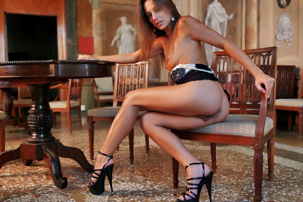 gorgeous-dominika-a-reveals-off-her-sexy-body-on-the-table_011